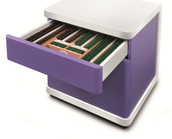 EU_Photos_Products_IS_1_series_640_480_q_Topcon_IS-1_trial_lens_drawer_purple.jpg